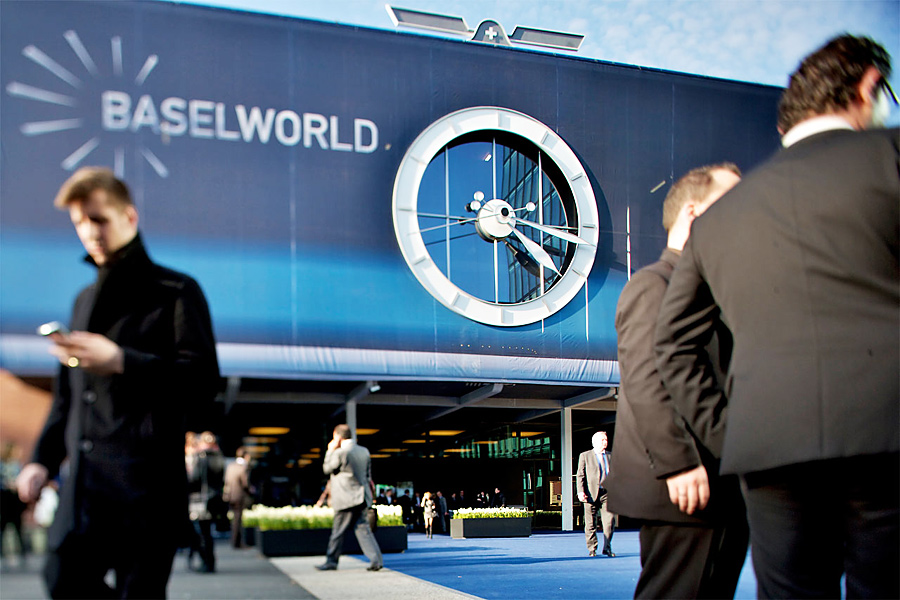 Baselworld 2015 (Smartwatches) : Review & Analysis